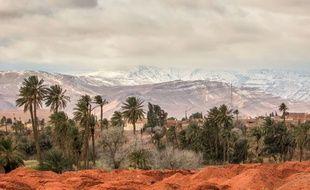 Phénomène climatique très rare, de la neige tombe sur la ville de Ain Sefra  (Algérie) dans le désert du Sahara, le 21 janvier 2017.