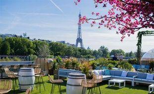 Vue sur la tour Eiffel depuis la terrasse végétale Mademoiselle Mouche