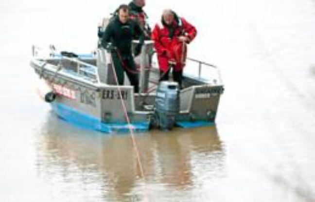 Les sapeurs-pompiers de Bordeaux ont sondé la Garonne.