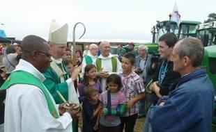 Monseigneur d'Ornellas, archevêque de Rennes, avaient apporté sa bénédiction aux agriculteurs fin août à Bazouges-la-Pérouse.