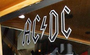 Après la maladie d'un de ses fondateurs, les déboires du mythique groupe de hard rock AC/DC continuent: son batteur Phil Rudd est accusé devant la justice néo-zélandaise