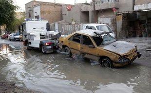 Une vague d'attaques a frappé l'Irak lundi faisant au moins 23 morts et des dizaines de blessés, en pleine crise politique dans le pays accentuée par des manifestations hostiles au gouvernement dominé par les chiites.