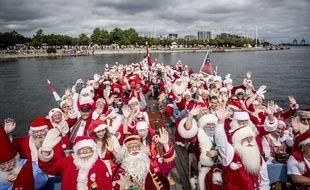Des père Noël venus du monde entier réunis à Copenhague au Danemark lors d'un congrès annuel le 23 juillet 2018.