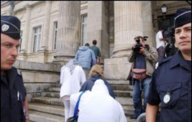 La cour d'assises de Loire-Atlantique juge en appel à partir de vendredi douze hommes faisant partie des 61 personnes condamnées en première instance en juillet 2005 à Angers à l'issue du plus grand procès de pédophilie jamais organisé en France.