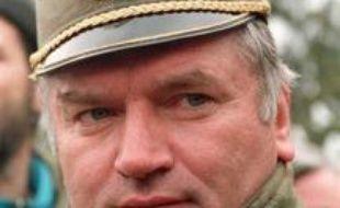 La police serbe a lancé des recherches vendredi matin à Arandjelovac (centre de la Serbie), dans un bâtiment où Ratko Mladic, l'ancien chef militaire des Serbes de Bosnie, aurait séjourné, a-t-on confirmé officiellement à Belgrade.