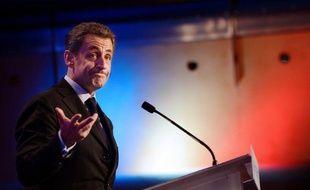 Le premier tour de l'élection présidentielle se présente sous un jour plutôt défavorable pour Nicolas Sarkozy, en repli dans les derniers sondages à huit jours du scrutin alors qu'il a besoin de creuser l'écart sur François Hollande pour espérer l'emporter le 6 mai.
