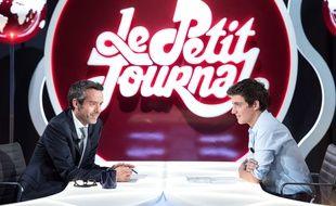 Yann Barthès et Martin Weill dans Le Petit Journal, en septembre 2014.