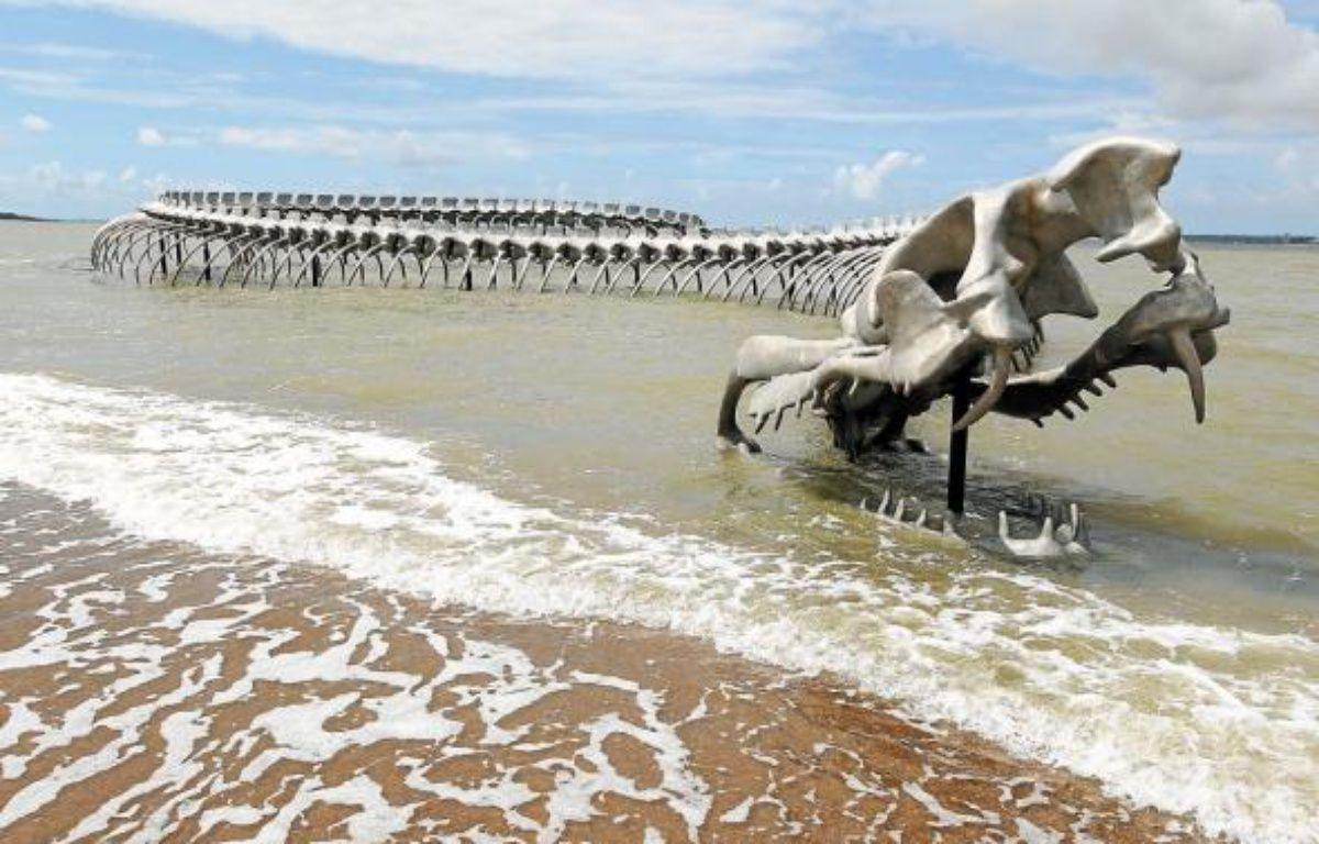 Le serpent de mer de l'artiste chinois Huang Yong Ping –  F. Elsner/20 MInuteszF. Elsner/20 MinutesF. Elsner/20 MinutesF. Elsner/20 MInutesF. Elsner/20 MInutes