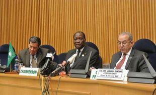 """Le Conseil de paix et de sécurité (CPS) de l'Union africaine (UA) a réclamé samedi à Addis Abeba """"la dissolution effective"""" de l'ex-junte au Mali, en dénonçant ses """"interférences inacceptables"""" dans le processus de transition en cours."""