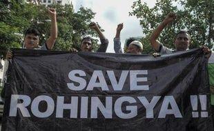 Des réfugiés de la minorité rohingya résidant en Malaisie manifestent en faveur de leur communauté devant l'ambassade de Birmanie à Kuala Lumpur le 21 mai 2015