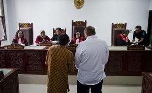 Le Français Serge Atlaoui (d) fait une déclaration au tribunal de Tangerang, le 1er avril 2015