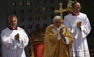 Le pape Benoît XVI célébre la messe à Béthléem, en Cisjordanie. Il est venu dans ce haut lieu saint en compagnie du président palestinien Mahmoud Abbas, mercredi 13 mai 2009