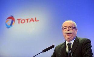 Total va payer environ 1,2 milliard d'euros d'impôts cette année en France, dont 300 millions au titre de l'impôt sur les sociétés, a déclaré vendredi son PDG Christophe de Margerie au cours de la conférence de presse de présentation des résultats du groupe pétrolier.