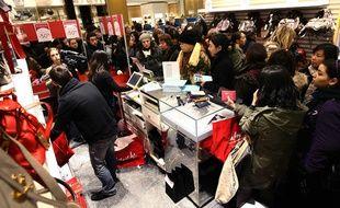 N'attendez pas les périodes de promotion pour repérer ce que vous voulez acheter. Commencez à rôder dans les magasins quelques jours à l'avance.
