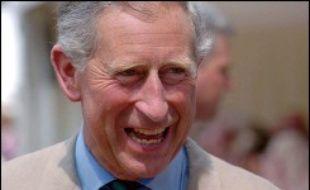 Clarence House, la résidence londonienne du prince Charles, a ouvert mardi ses portes aux visiteurs, qui pourront admirer son mobilier réuni par la Reine Mère pendant tout l'été.