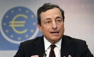 Le président de la Banque centrale européenne (BCE), Mario Draghi, a prévenu jeudi que des risques de dégradation continuaient de peser sur l'économie de la zone euro, en dépit d'une stabilisation hésitante de celle-ci.