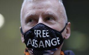 Un supporter de Julian Assange