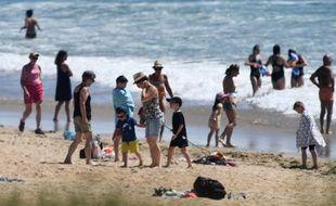 Pourra-t-on se baigner sans risque de contracter le Covid-19 sur les plages?