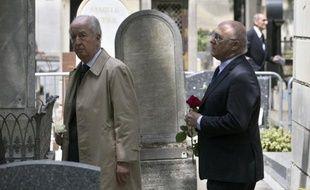 De nombreuses personnalités de gauche et de droite, dont Michel Rocard, Edouard Balladur, Jean-Louis Debré, Jean-Louis Borloo, ont rendu lundi à Paris un dernier hommage au juriste Guy Carcassonne, décédé à l'âge de 62 ans d'une hémorragie cérébrale le 27 mai dernier, lors d'un voyage en Russie.
