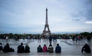 Des touristes à Paris. (Illustration)