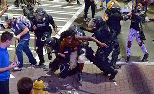 Affrontements entre la police et des manifestants à Charlotte, en Caroline du Nord, le 21 septembre 2016