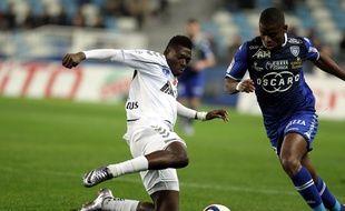 Hamari Traoré au tacle lors de Bastia-Reims, en décembre 2015.