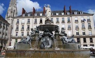 La statue Amphitrite, au sommet de la fontaine de la place Royale.