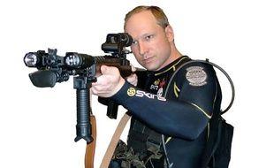 Anders Behring Breivik, le principal suspect du massacre d'Oslo, s'est mis en scène dans une vidéo-manifeste postée sur YouTube la veille des faits, le 23 juillet 2011.