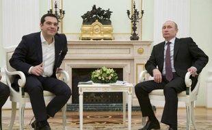 Le président russe Vladimir Poutine (d) et le Premier ministre grec Alexis Tsipras au Kremlin à Moscou le 8 avril 2015