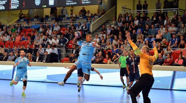 Le capitaine cessonnais Sylvain Hochet, ici face à Thierry Omeyer en septembre 2014, aimerait bien que ses potes nantais fassent la nique au PSG. – I. Harsin / Sipa