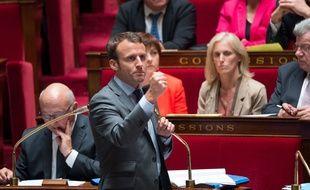 Le ministre de l'Economie, Emmanuel Macron, devant l'Assemblée nationale le 9 juin.