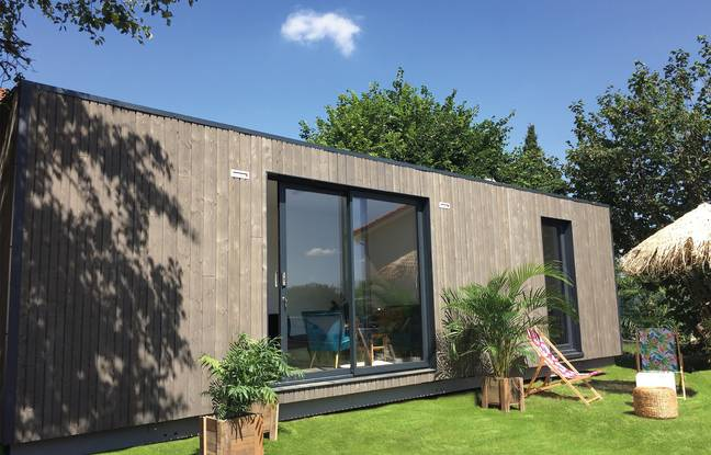 Instead of trying everything modular, you can make do with a separate and perfectly insulated garden studio to work or accommodate a family member.