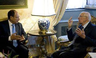 Le président italien, Giorgio Napolitano (D), lors d'un entretien avec le président du Sénat, Renato Schifani, au palais du Quirinal, à Rome, le 13 novembre  2011.