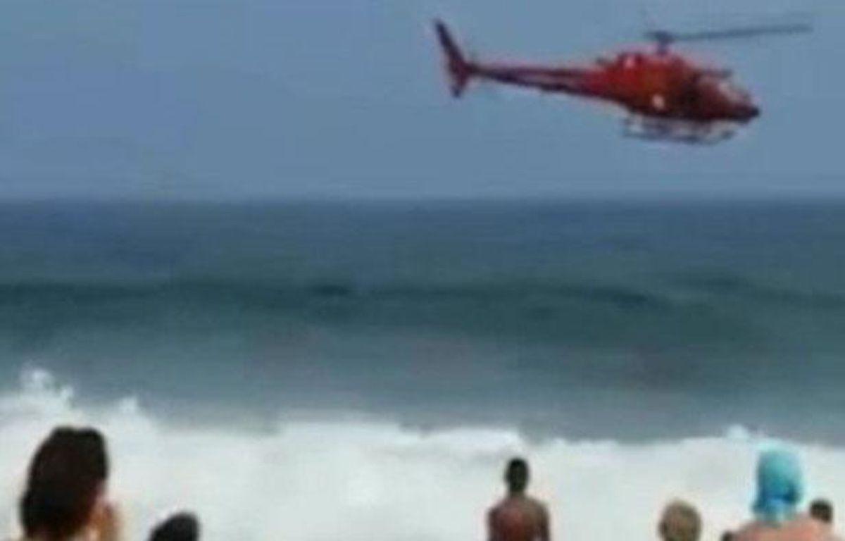 Brésil: Un hélicoptère venu sauver un nageur se crashe devant la plage le 29 décembre 2012 – Capture d'écran / 20 Minutes