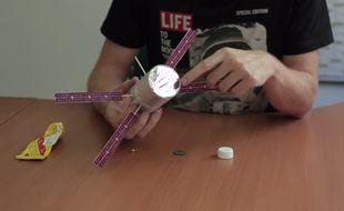 La maquette de l'ATV, vaisseau cargo spatial développé par l'Agence spatiale européenne pour ravitailler l'ISS.