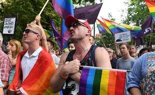 Des manifestants pour les droits LGBT dans les rues de Varsovie, le 7 août 2019.