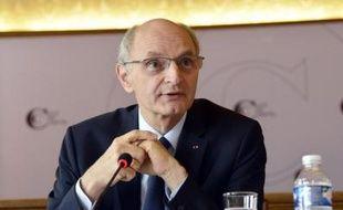 """La Cour des comptes a averti jeudi le gouvernement que le déficit public risque de déraper en 2013 et développé des """"pistes"""" d'économies parfois iconoclastes pour 2014-2015."""