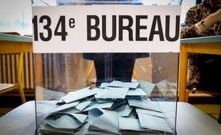 Une urne dans un bureau de vote a Toulouse