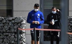 Un joueur de Schalke part à l'entraînement avant la reprise de la Bundesliga, le 14 mai 2020.