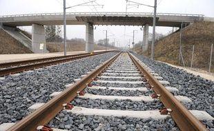 La ligne du TGV Rhin-Rhône, le 31 janvier 2011, à Auxonne (Côte d'Or).