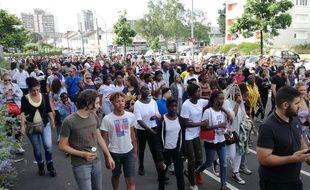 Environ un millier de personnes ont défilé ce jeudi soir dans le quartier du Breil
