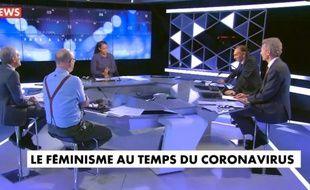 Un plateau télévisé de CNews le 20 avril au soir, tweeté par l'autrice, sémiologue et conférencière Elodie Mielczareck.