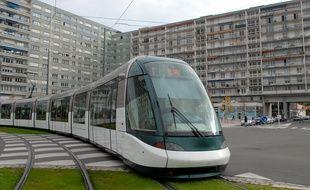 Illustration. Le tram dans la ville, à l'Esplanade. Le 23 10 2007