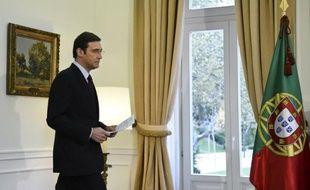 Le gouvernement portugais de centre droit a décidé de geler toutes les dépenses publiques non essentielles, suite à l'invalidation par la Cour constitutionnelle de plusieurs mesures d'austérité qui a compliqué la réalisation des objectifs budgétaires du pays.