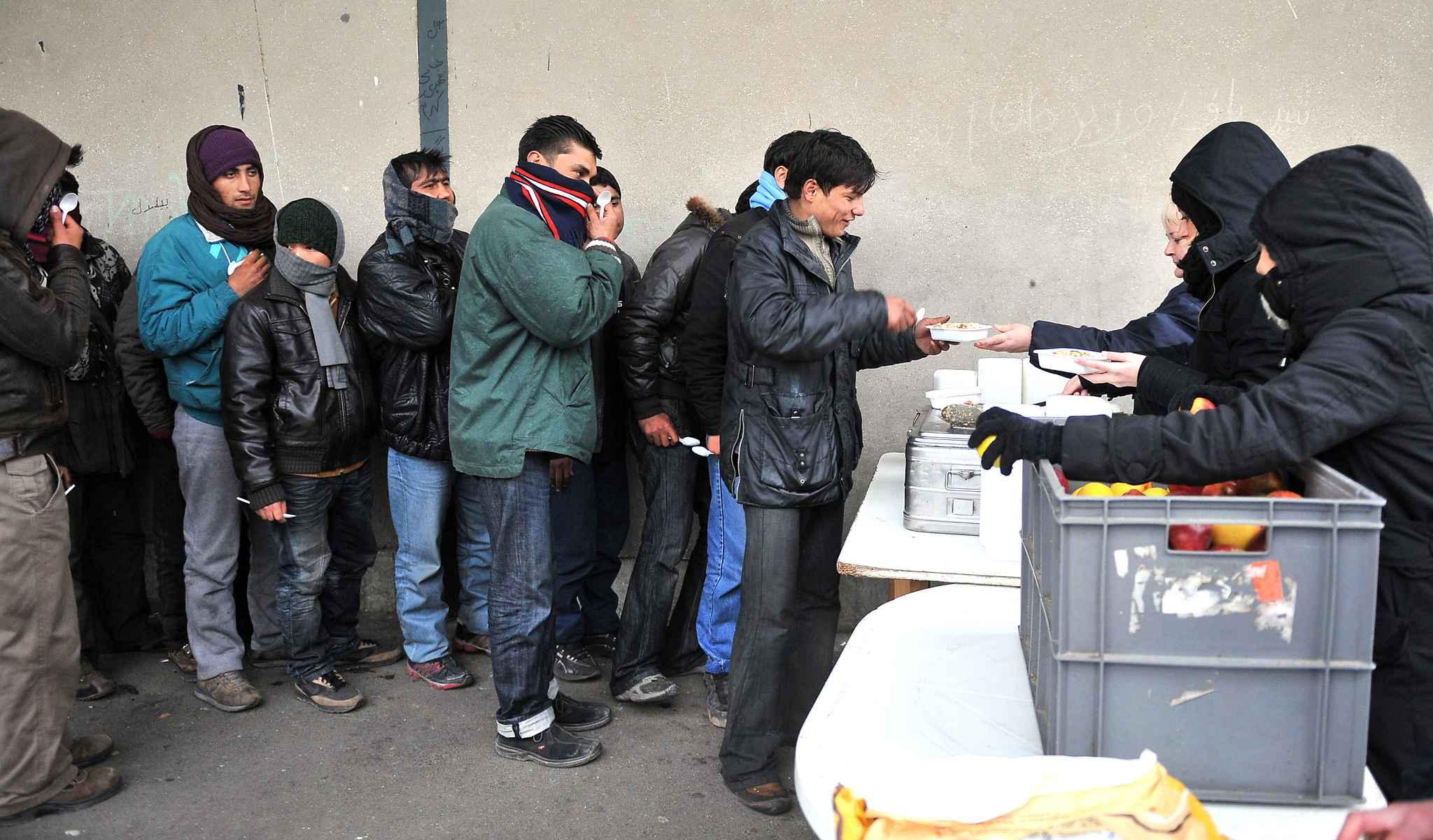 L'arrêté contre la distribution de repas aux migrants suspendu — Calais