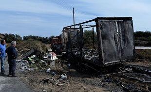 L'épave du camion qui a pris feu avec 11 migrants à bord à Kavala le 13 octobre 2018.