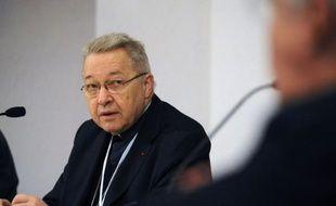 """Le cardinal André Vingt-Trois a fustigé samedi la mariage homosexuel, """"une supercherie qui ébranlerait un des fondements de notre société,"""" et s'est posé comme le défenseur des enfants, lors d'une assemblée des évêques de France réunis à Lourdes."""