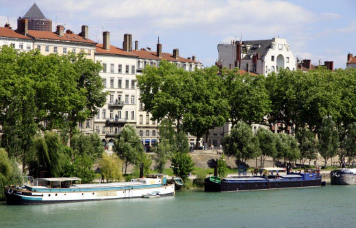Les berges du Rhône le long des quais Augagneur. – Konrad / Sipa