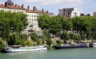 Les berges du Rhône le long des quais Augagneur.