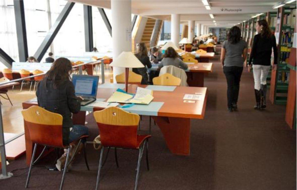 Pour les jeunes diplômés de l'université, les chances de trouver un emploi en fin d'études augmentent. –  A. GELEBART / 20 MINUTES